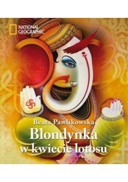 Blondynka w kwiecie lotosu